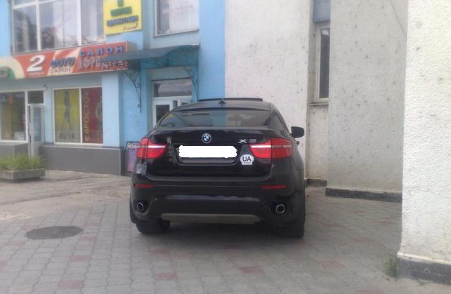 """У центрі Ужгорода виявили автомобільного """"оленя"""""""