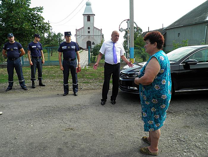 У мережі з'явилися фото та відео наслідків учорашньої негоди в Ужгороді