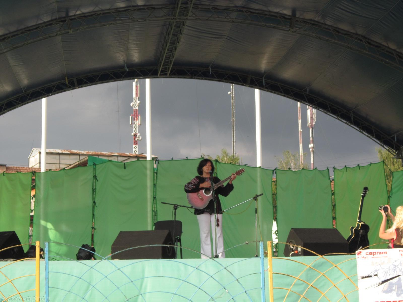"""В Хусті пройшов перший міський фестиваль бардівської та авторської пісні """"Ватра дружби – за єдність України"""""""