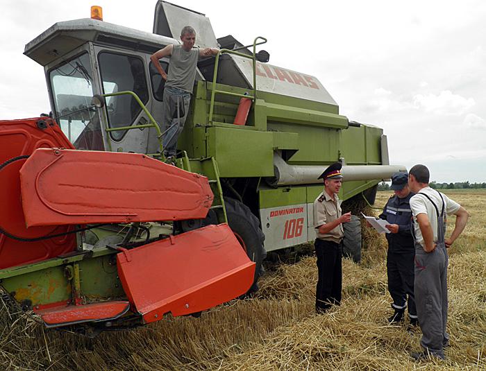 На Ужгородщині рятувальники перевірили місця збирання врожаю