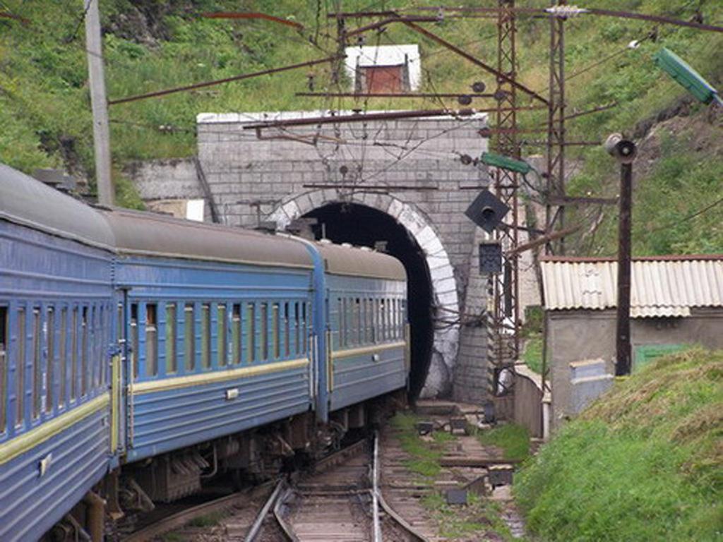 Повістки на Закарпатті вручають вже у потягах