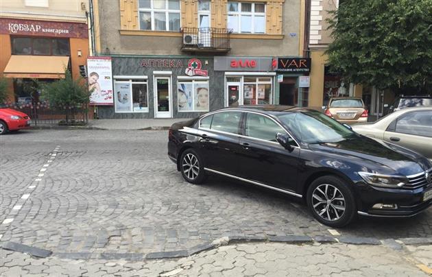 Міліція знайшла водія іномарки, яка неправильно припаркувалась у центрі Ужгорода