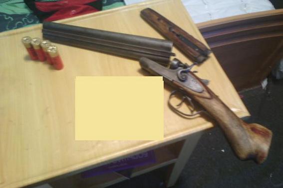 Іршавчанка незаконно тримала у своїй спальні зброю