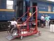 В Ужгородському залізничному вокзалі з'явився підйомник для інвалідних візків