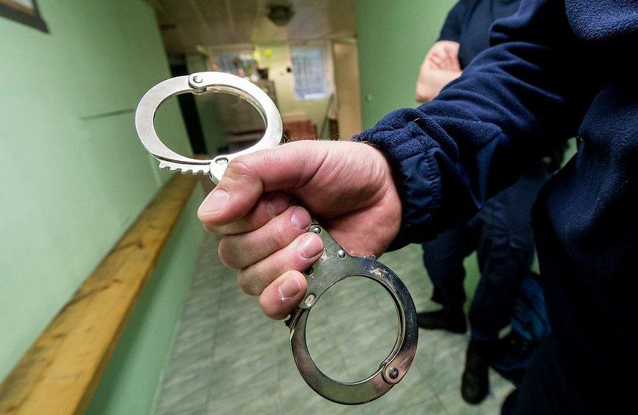 Під час бійки у барі один юнак встромив 18-сантиметровий ніж у живіт іншому