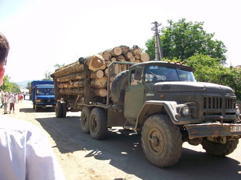 На Тячівщині перекинувся причіп вантажівки
