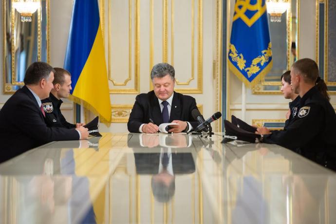 Петро Порошенко легалізував ужгородську і мукачівську поліцію