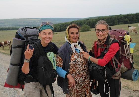 Двоє дівчат пройшли пішим шляхом від Харкова до Ужгорода