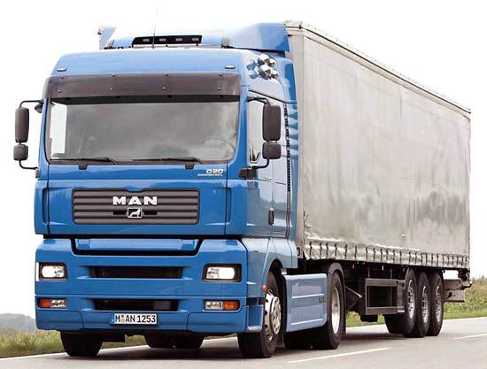 На Закарпатті вантажівкам у спеку рекомендують зупинятися на спеціальних майданчиках