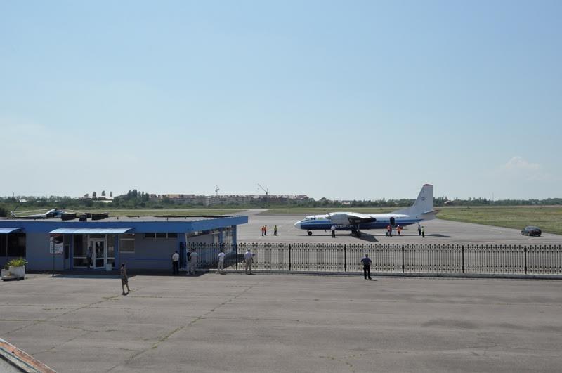 """На злітно-посадковій смузі аеропорту """"Ужгород"""" відновлять асфальтобетонне покриття"""