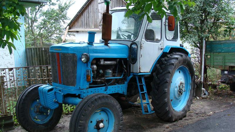 """На Ужгородщині нетверезий водій на тракторі переїхав """"дев'ятку"""" ДАІвців"""
