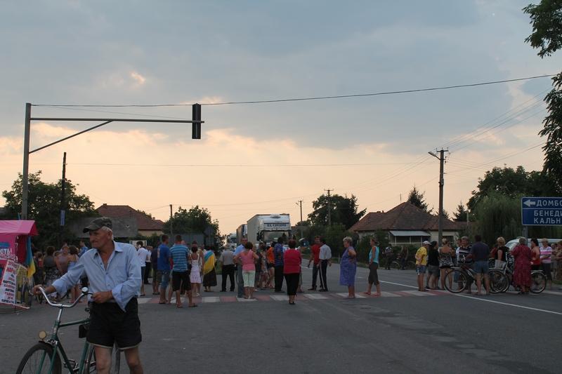 Трасу Київ-Чоп розблокували аж о третій годині ночі