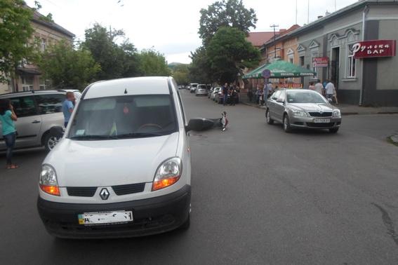 У Берегові сталась аварія за участі місцевого міліціонера