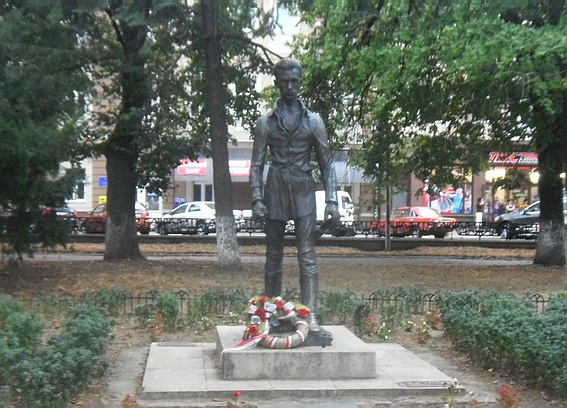 Пам'ятник Шандору Петефі в Ужгороді пошкодили вандали