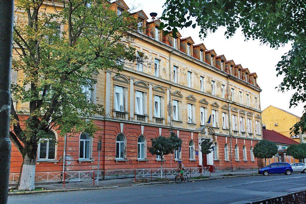 Прокуратура вимагає визнати приміщення ЗОШ №9 міста Ужгорода пам'яткою архітектури
