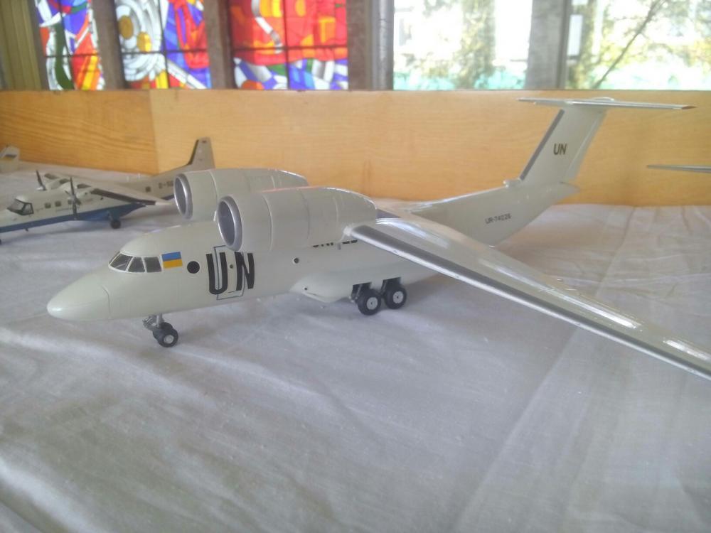 В Ужгороді відкрилась виставка моделей літаків та бронетехніки