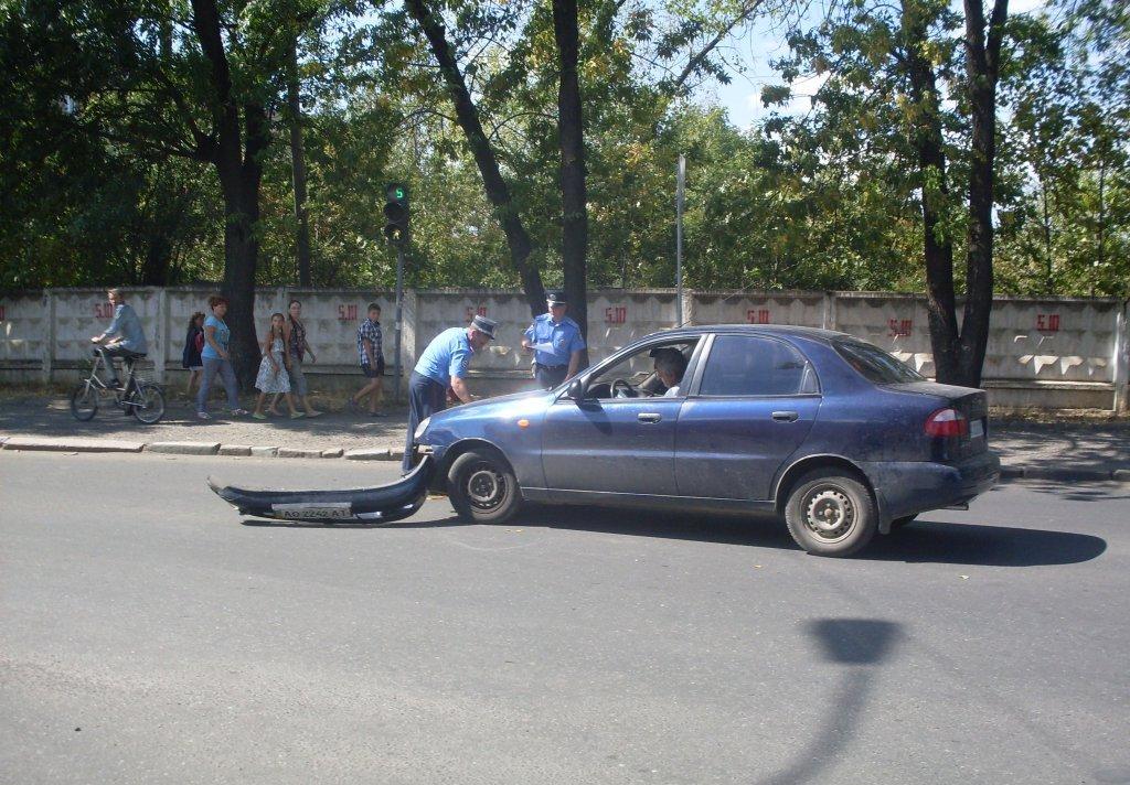 """В Ужгороді зіткнулись легковик """"Дейво"""" та мікроавтобус """"Мерседес"""""""