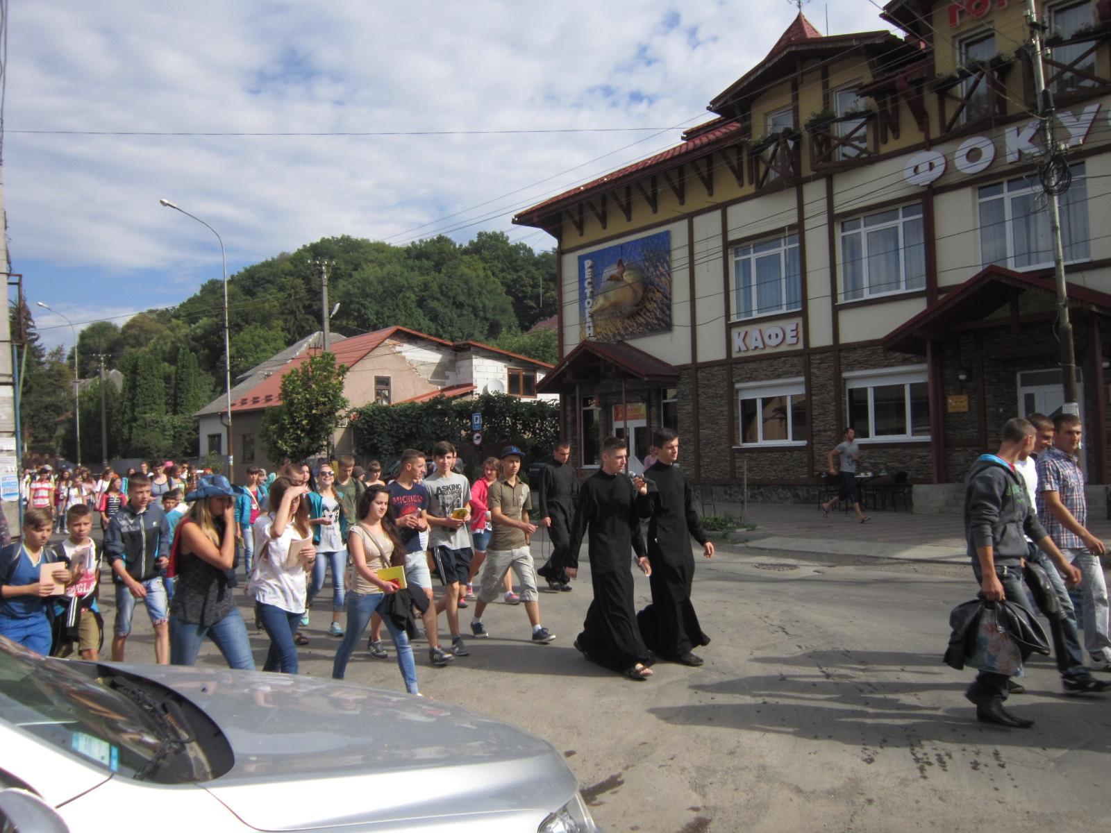 Молодь Мукачівської греко-католицької єпархії рушила пішою ходою до Великого Бичкова