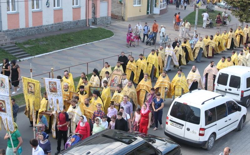 У Хусті пройшов Хресний хід з молитвою про мир в Україні