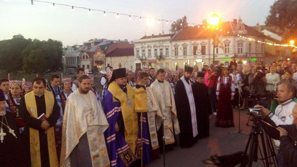 В Ужгороді дванадцятьма мовами помолились за Україну