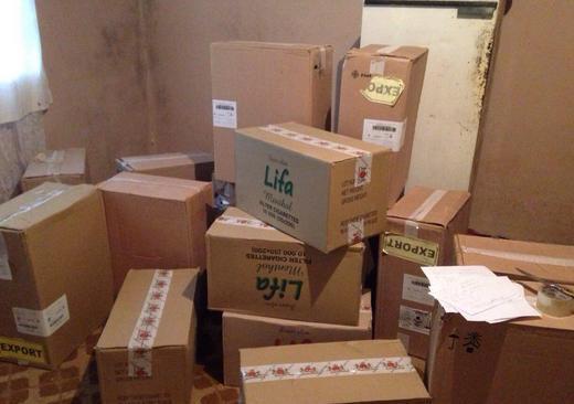 У помешканні закарпатця прикордонники виявили ящики з контрабандними сигаретами