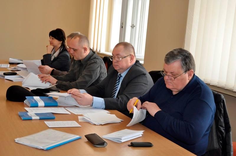 Обласні депутати обговорюють рішення наступного пленарного засідання