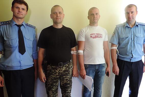 Берегівські правоохоронці здали кров пораненій жінці