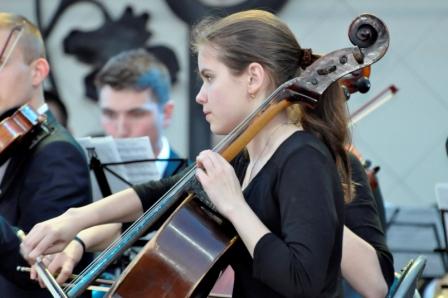 Стало відомо, скільки платитимуть ужгородські батьки за музичні уроки дітей