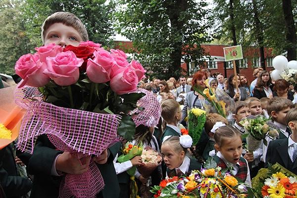 На Закарпатті просять школярів не купувати квіти, а допомогти воякам