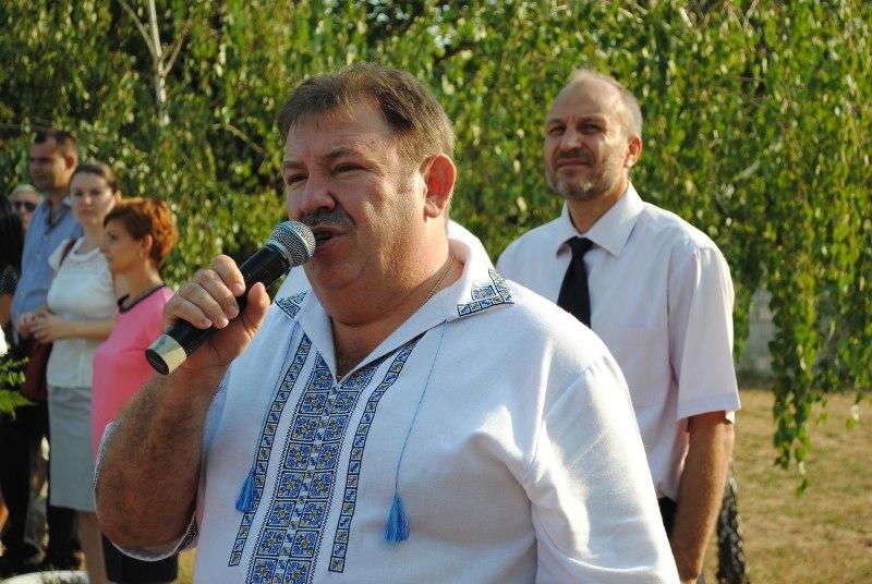 «Єдиний центр» на свято Першого вересня задобрював потенційних виборців Мукачева ноутбуками