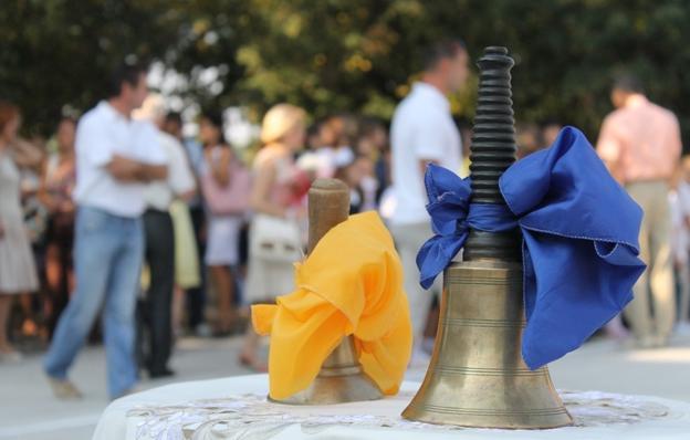 В Ужгородській російськомовній школі №3 з жовто-блакитною символікою зустріли Перше вересня