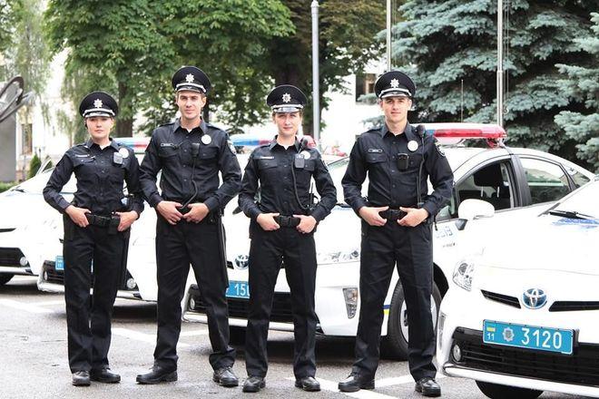 Нові поліцейські на вулиці Ужгорода та Мукачева вийдуть 23 грудня