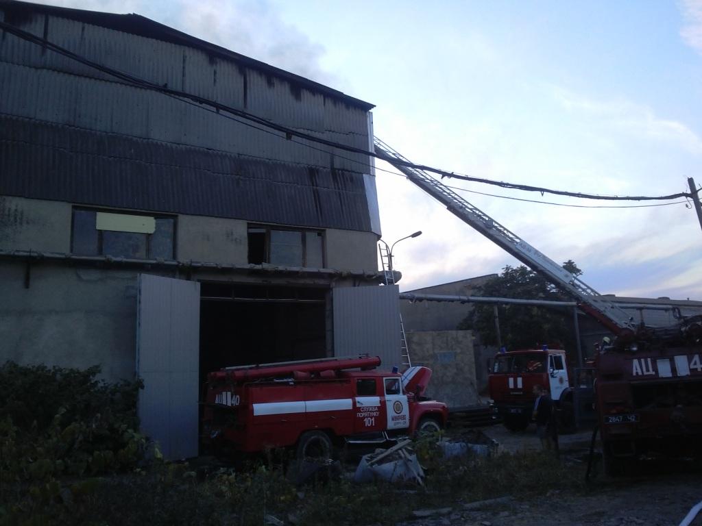 Мукачівські пожежники врятували меблеве підприємство від повного знищення вогнем