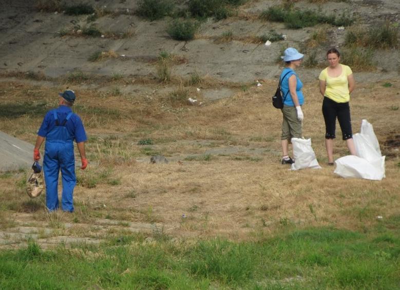 Мукачівці прибрали береги річки Латориця від сміття