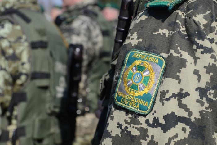 Прикордонники затримали громадян Гвінеї, які у темряві пробирались до Угорщини