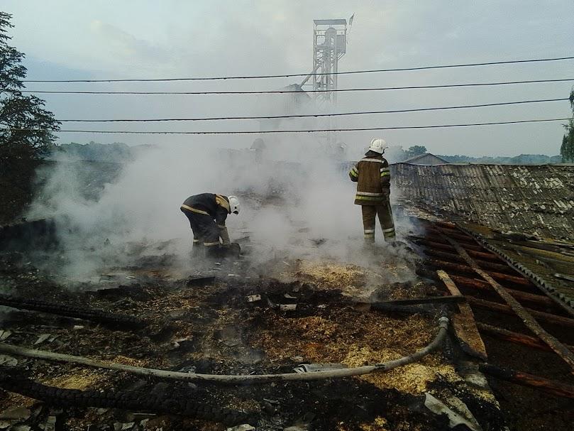 Вогнеборці врятували від знищення складське приміщення