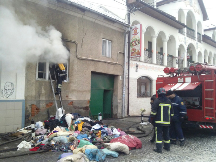 Внаслідок пожежі на Возз'єднання жінка похилого віку опинилась на лікарняному ліжку