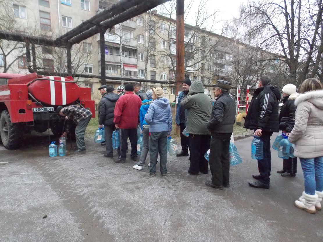 До забезпечення питною водою жителів Чопа долучились прикордонники