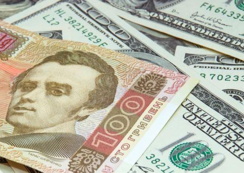 На валютному ринку Мукачева долар можна придбати за 27,50 грн