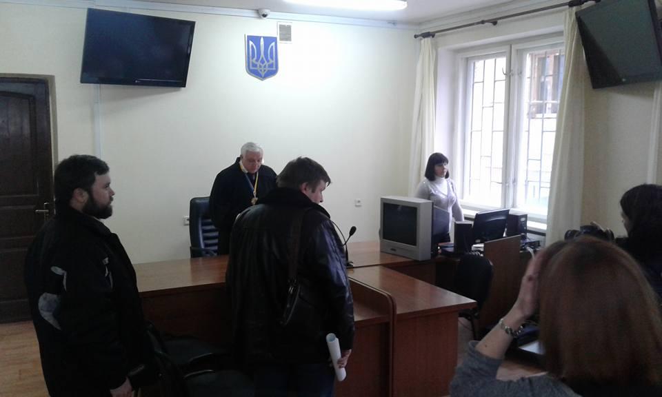 """Ужгородський міськрайонний суд визнав двох бійців """"Правого сектору"""" потерпілими"""