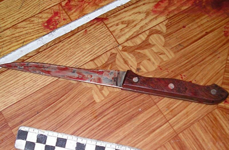Моторошне вбивство на Міжгірщині: 71-річний дідусь завдав своєму сусідові 15 ножових поранень