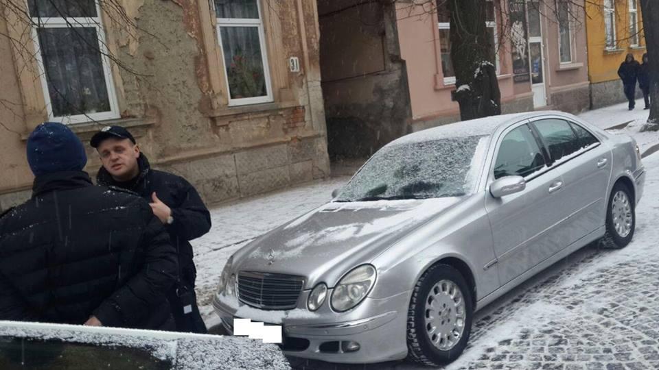 Мукачівські патрульні затримали п'яного автомобіліста, який побив свою жінку