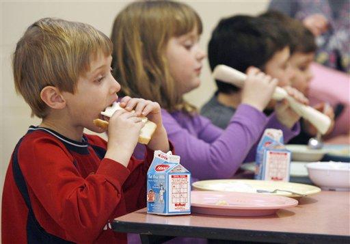 Мукачівський міськвиконком звільнив дітей певних категорій від плати за харчування