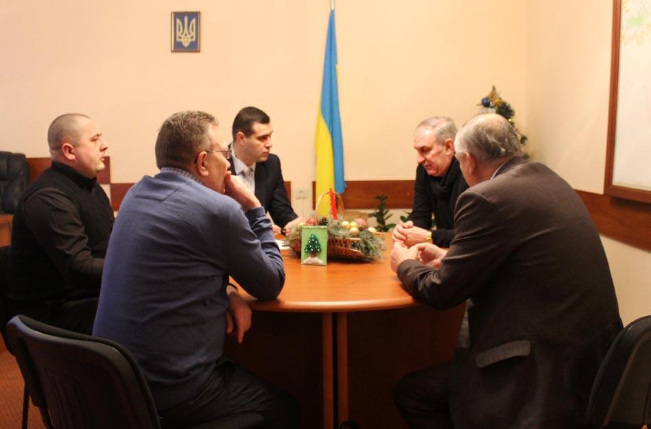 На Виноградівщині обговорювали питання створення сміттєпереробного комплексу