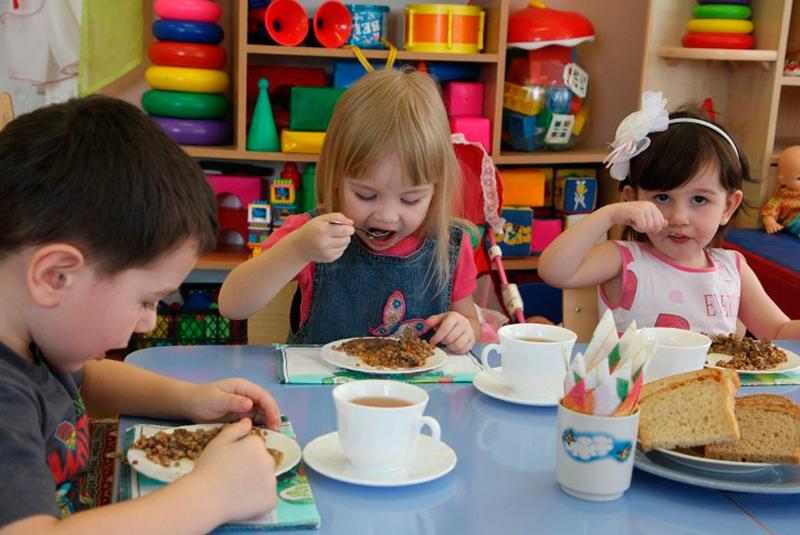 Харчування дітей та фінансування ПТУ області: як вирішуються нагальні проблеми Закарпаття