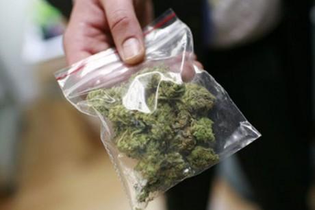 Від жителів Хустщини поліцейські вилучили 80 грамів марихуани