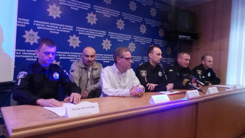 На нових патрульних Ужгорода та Мукачева від початку їхньої роботи надійшло 11 скарг