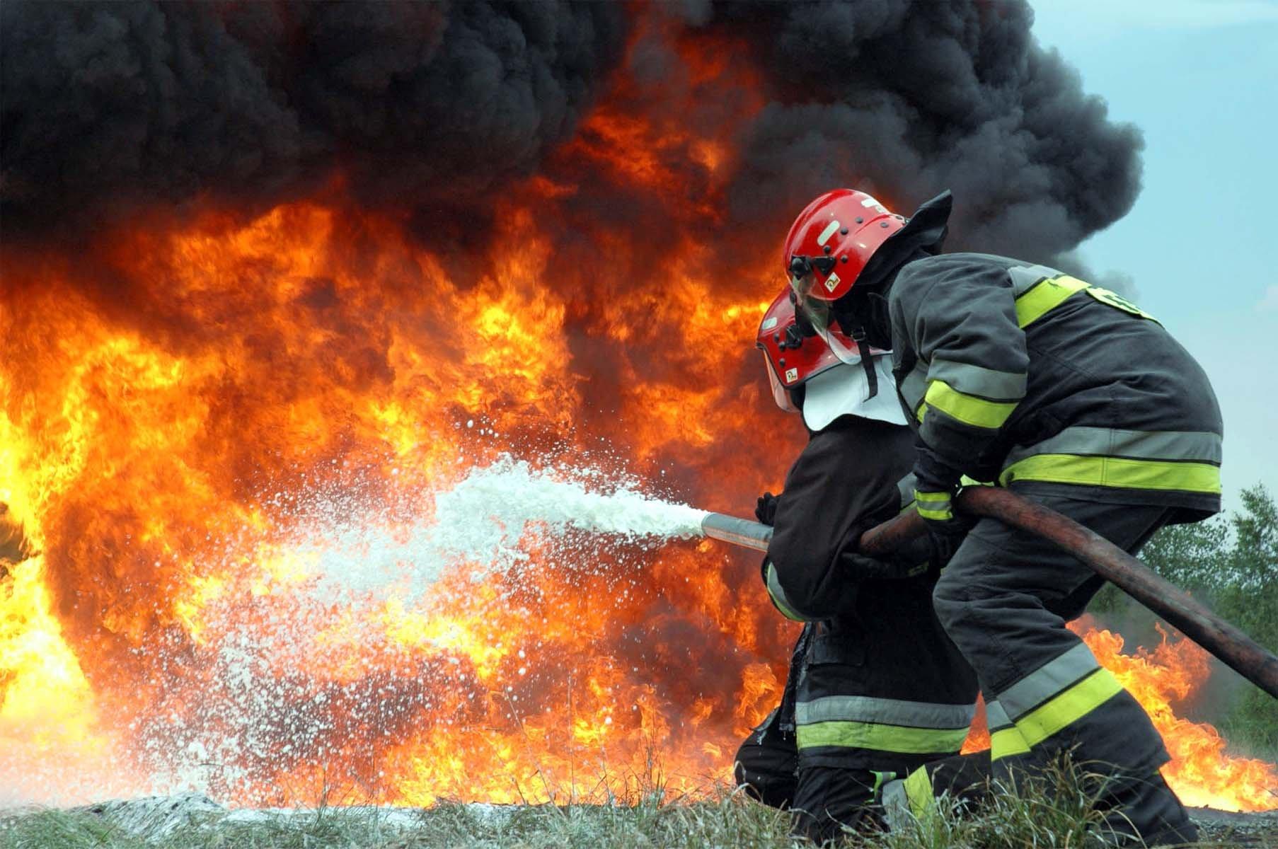 Міжгірські пожежники під час пожежі врятували від знищення житловий будинок і літню кухню