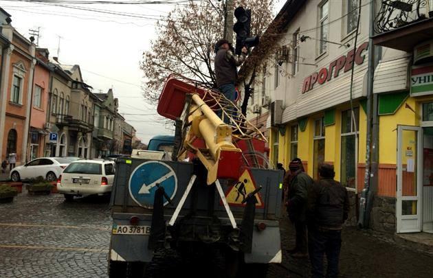 """У центрі Мукачева """"заговорили"""" світлофори"""