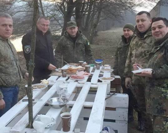 """Після ранкового """"чаювання"""" з керівником закарпатської поліції, тиловики покращили харчування спецназівців"""